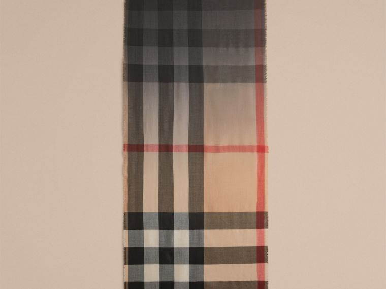 The Lightweight Cashmere Scarf in Ombré Check Camel/black - cell image 4