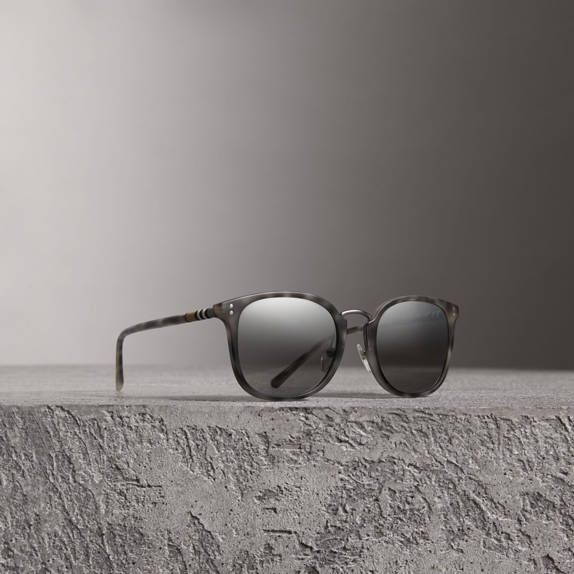 Square Frame Acetate Sunglasses in Chalk Grey - Men | Burberry - gallery image 0