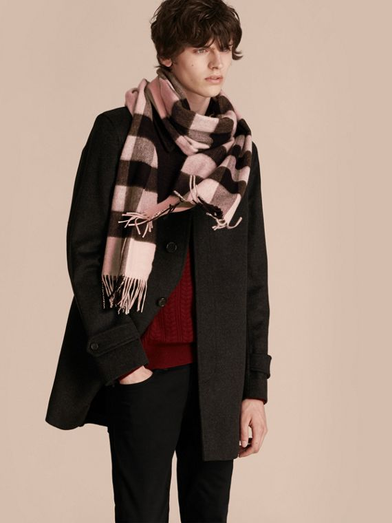 The Large Classic Cashmere Scarf in Check Rose - cell image 3