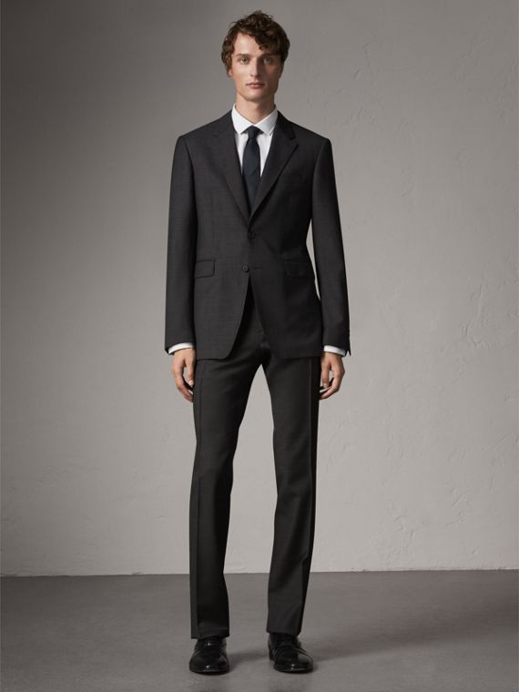 Modern Fit Travel Tailoring Virgin Wool Suit in Dark Grey Melange