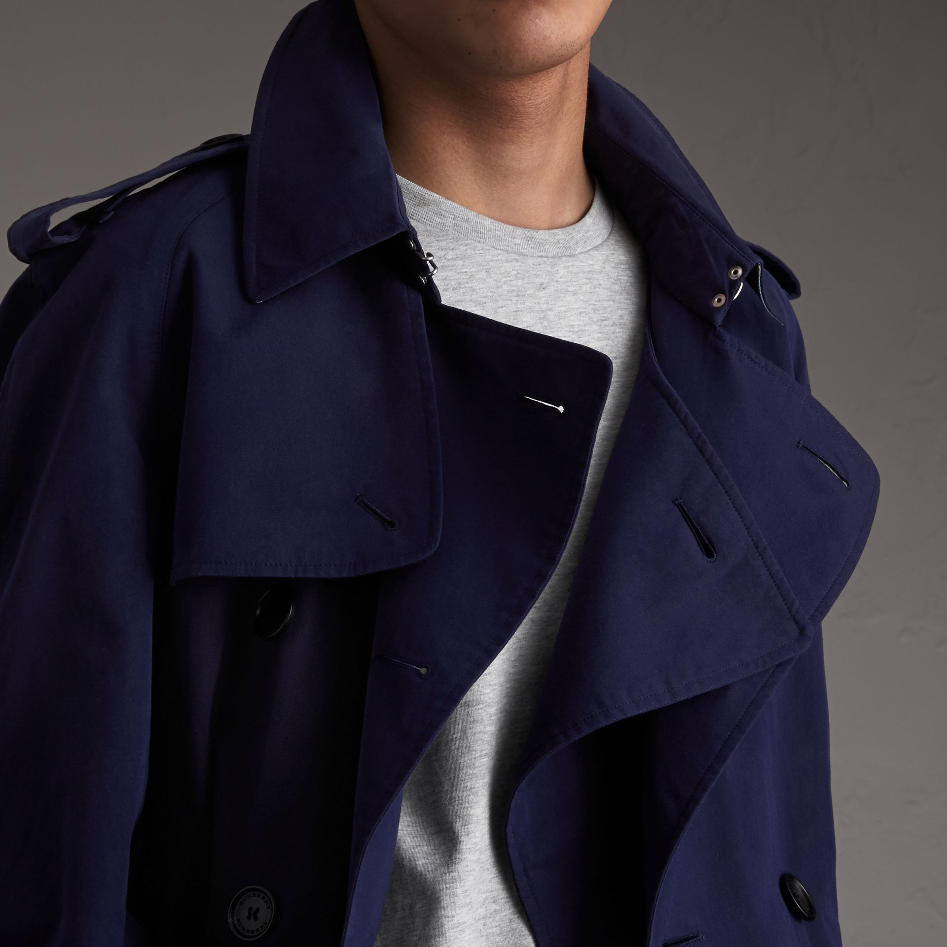 Unisex Tropical Gabardine Trench Jacket in Blueberry - Men | Burberry - gallery image 3