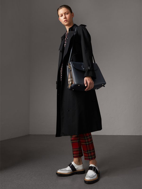 Medium Grainy Leather and House Check Tote Bag in Ink Blue - Women | Burberry Australia - cell image 2
