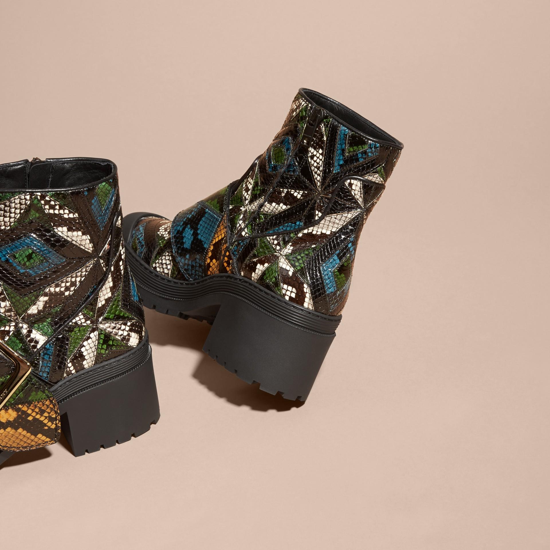 Schwarz/mineralblau The Buckle Boot aus Natternleder - Galerie-Bild 4