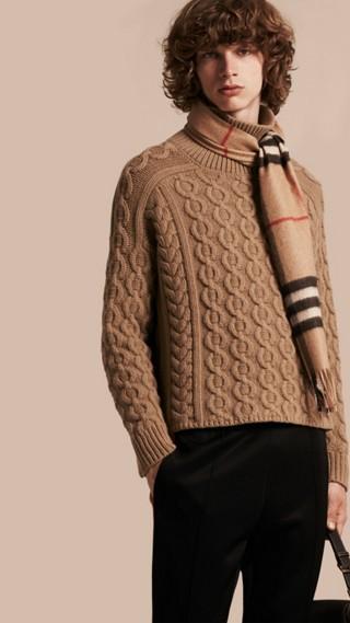 Pull en maille de laine et cachemire torsadée