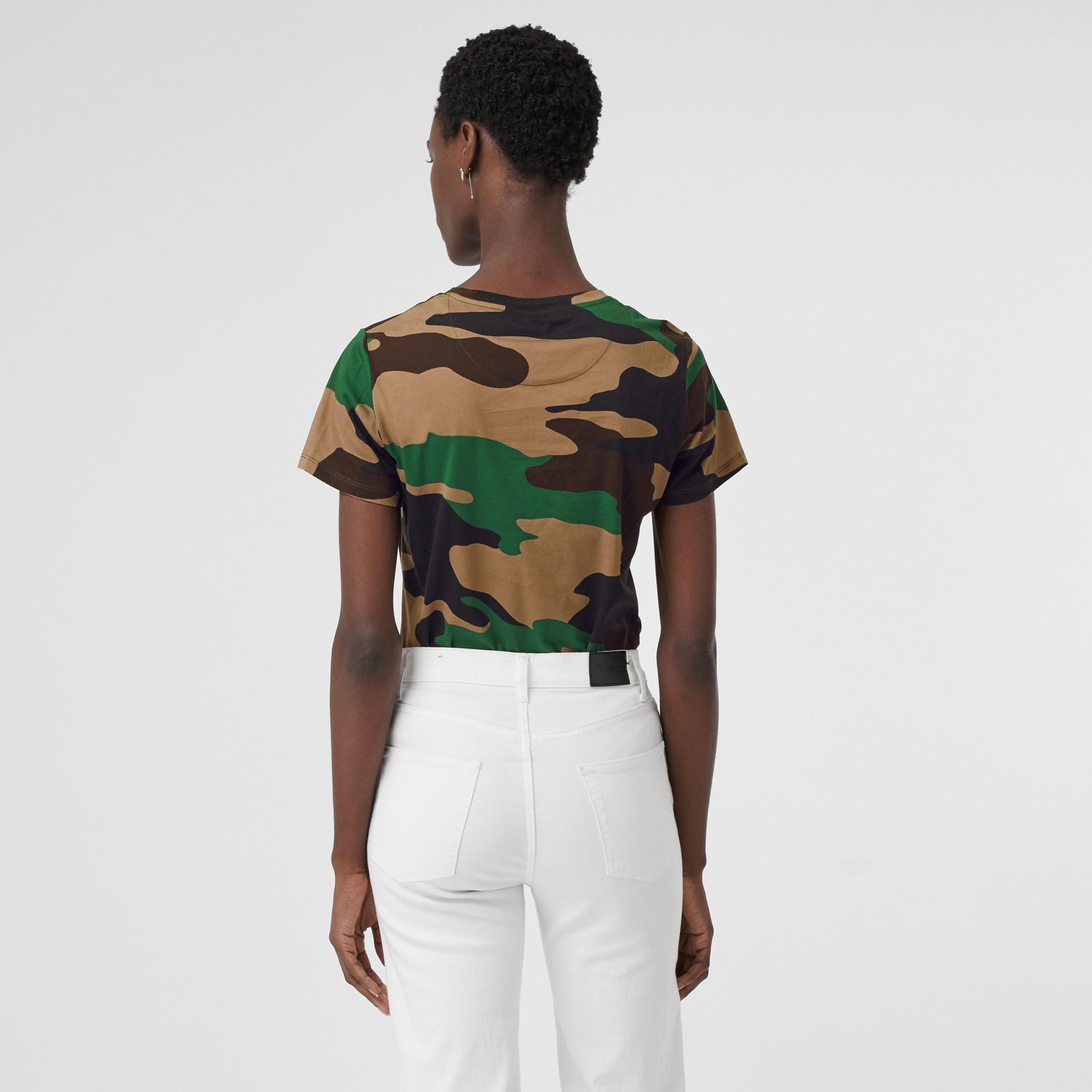 Camiseta camuflada de malha de algodão (Verde Floresta) - Mulheres | Burberry - galeria de imagens 2