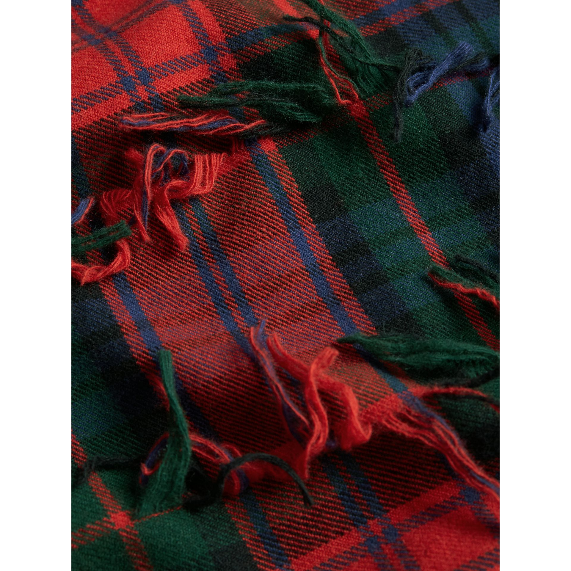 Fil Coupé Tartan Wool Cashmere Scarf in Bright Red | Burberry United Kingdom - gallery image 1