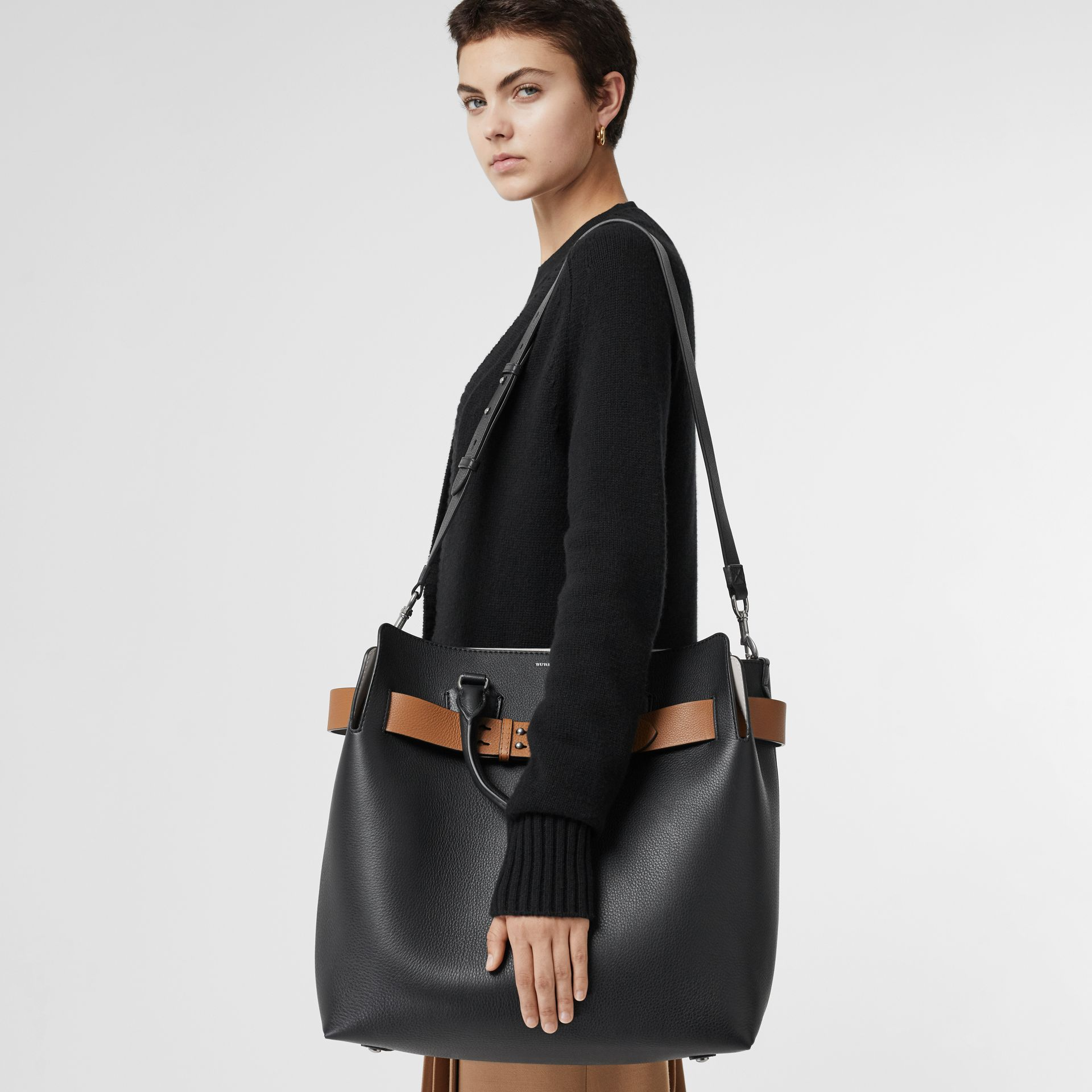 The Large Leather Belt Bag in Black - Women | Burberry United Kingdom - gallery image 2