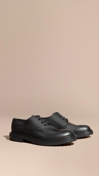 Chaussures de style derby avec éléments en cuir texturé à motif check