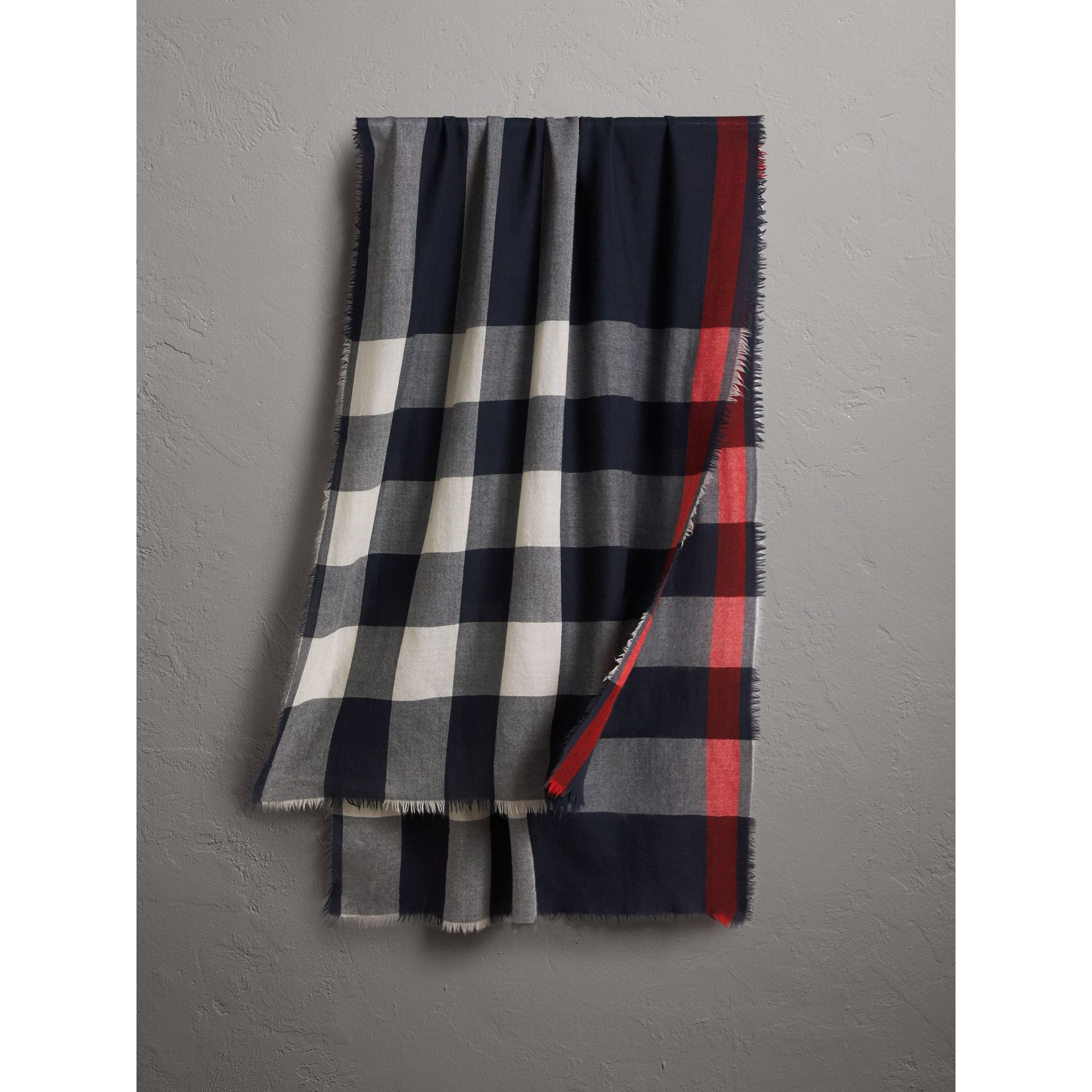 The Lightweight Check Cashmere Scarf in Navy | Burberry Hong Kong - gallery image 0