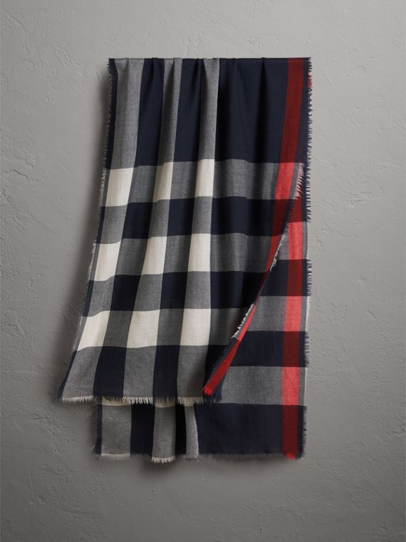 The Lightweight Cashmere Scarf in Check in Navy