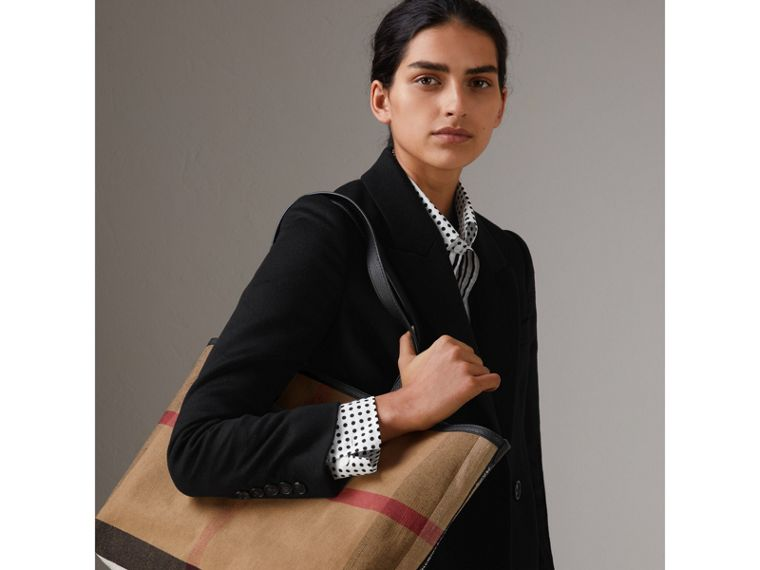 The Medium Doodle Tote in wendbarem Design (Classic Check) | Burberry - cell image 4