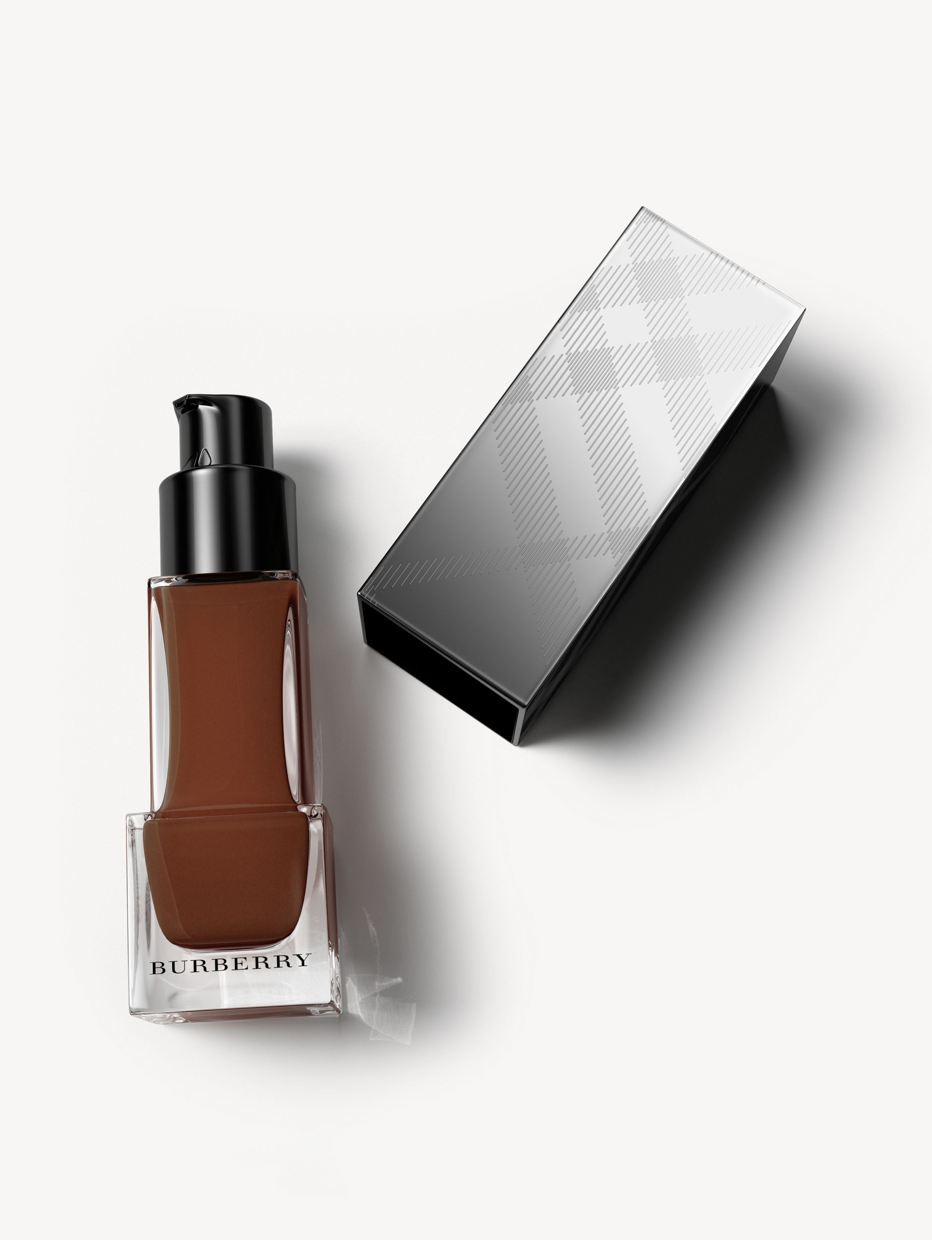 Fresh Glow Foundation Sunscreen Broad Spectrum SPF 12 – Deep Brown No.66 - Women | Burberry - 1