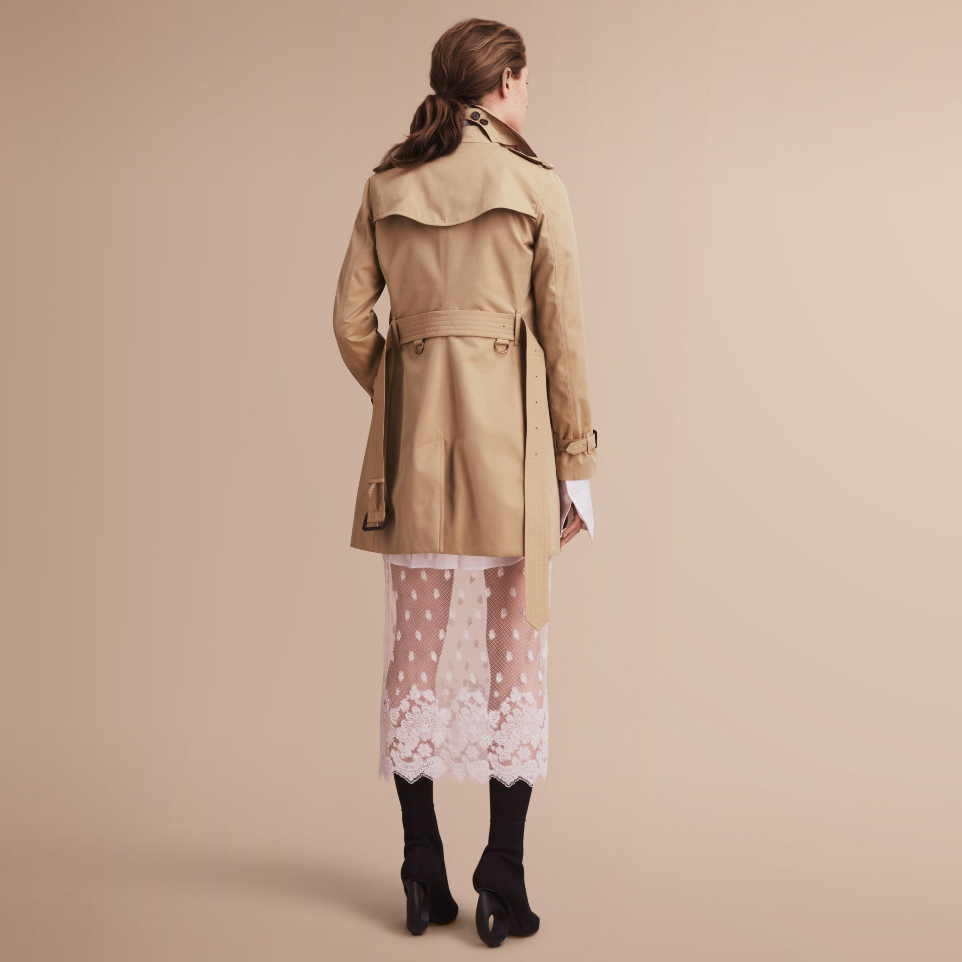 The Kensington – Mid-Length Heritage Trench Coat in Honey - Women | Burberry Singapore - gallery image 3