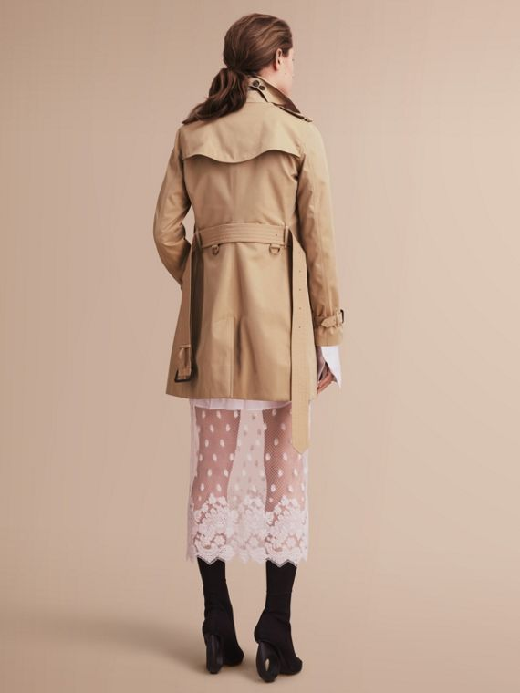 The Kensington – Mid-Length Heritage Trench Coat in Honey - Women | Burberry Singapore - cell image 2
