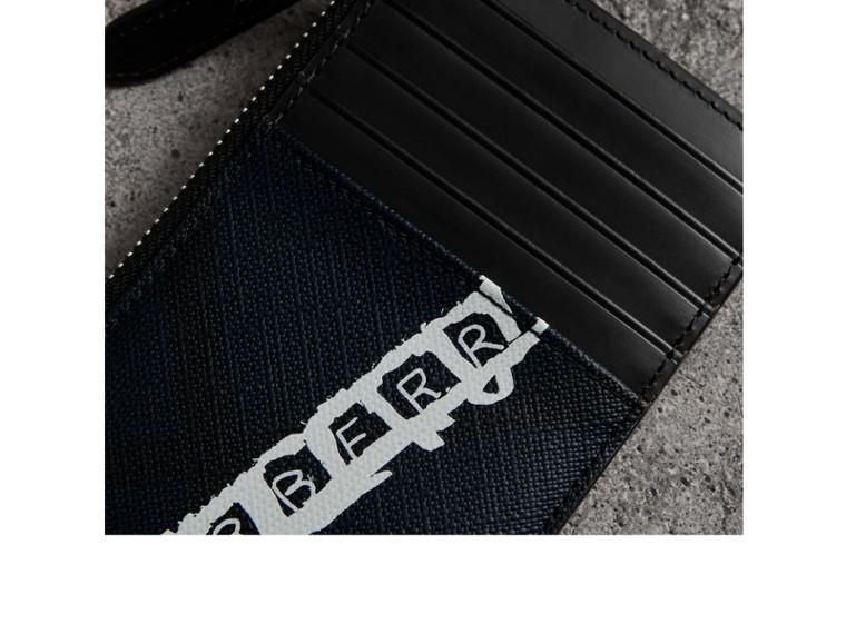 Porte-cartes zippé à motif London check avec logo imprimé (Anthracite) | Burberry Canada - cell image 1