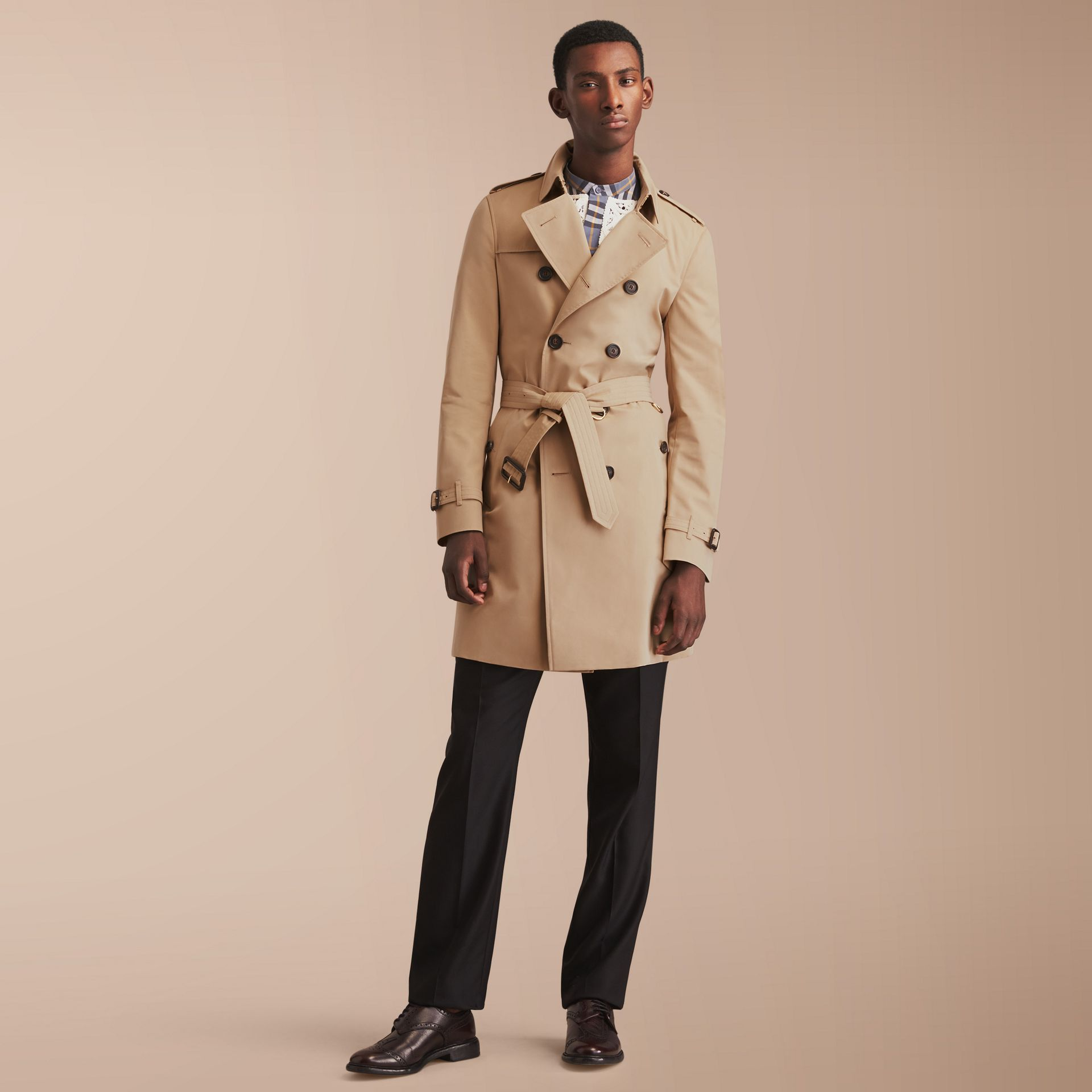 The Chelsea – Long Heritage Trench Coat in Honey - Men | Burberry - gallery image 8