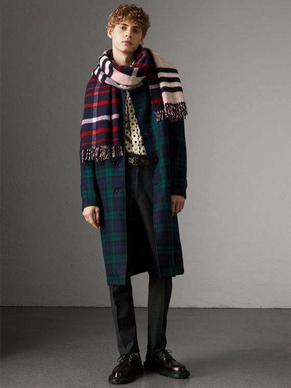 Check Wool Cashmere Oversize Scarf in Navy | Burberry - cell image 3