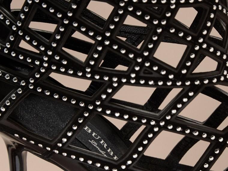 Noir Bottines à bout ouvert en cuir clouté avec découpes - cell image 1