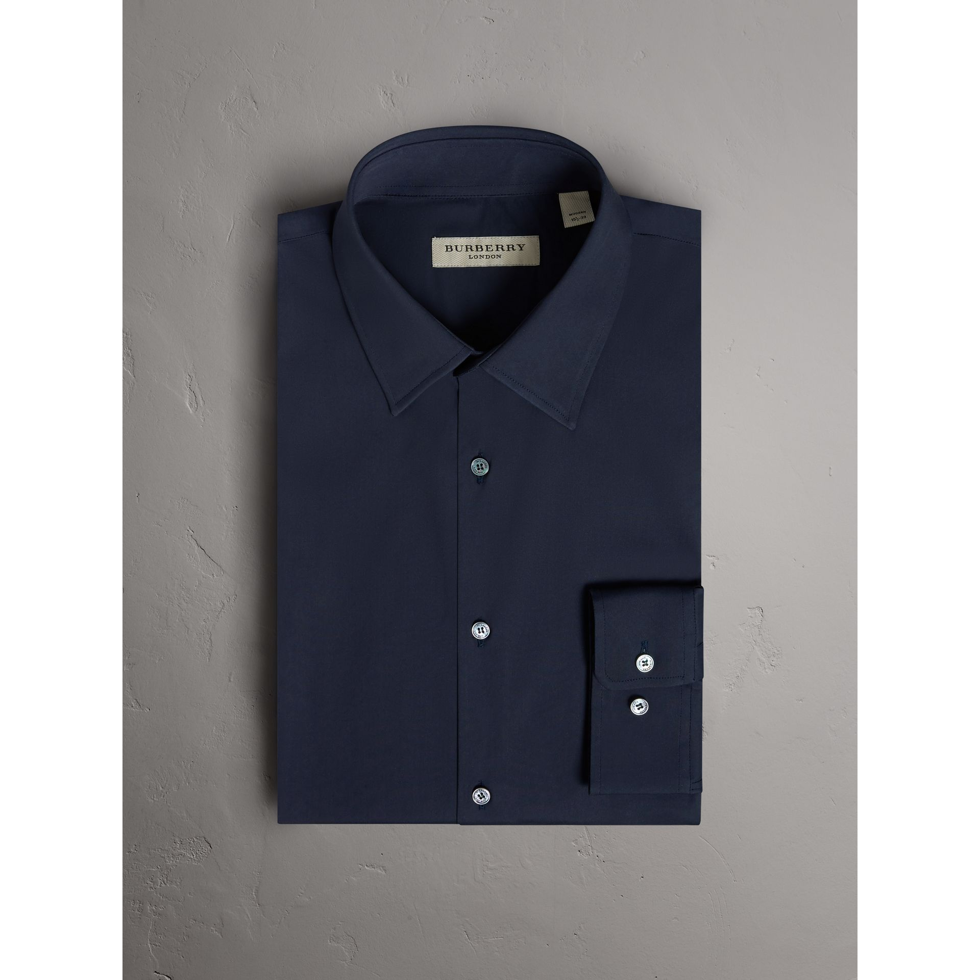 Modern Fit Stretch Cotton Shirt in Navy - Men | Burberry Hong Kong - gallery image 4
