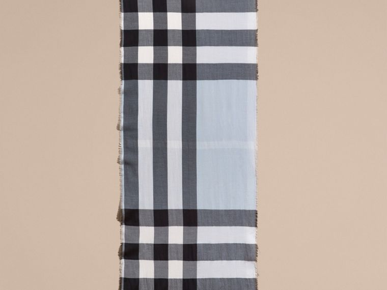 The Lightweight Cashmere Scarf in Check Dusty Blue - cell image 4