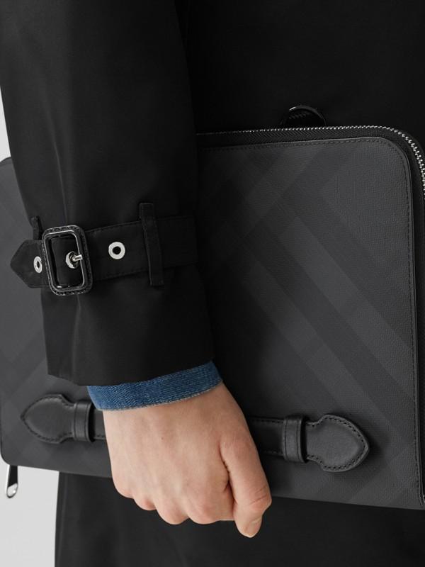 Pochette zippée en tissu London check et cuir (Anthracite Sombre) - Homme | Burberry - cell image 2