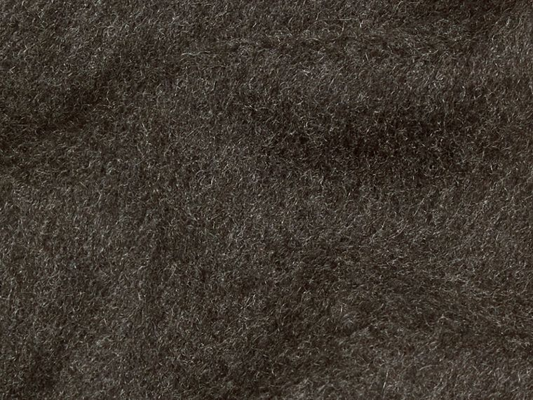 The Classic Cashmere Scarf in Charcoal - cell image 4