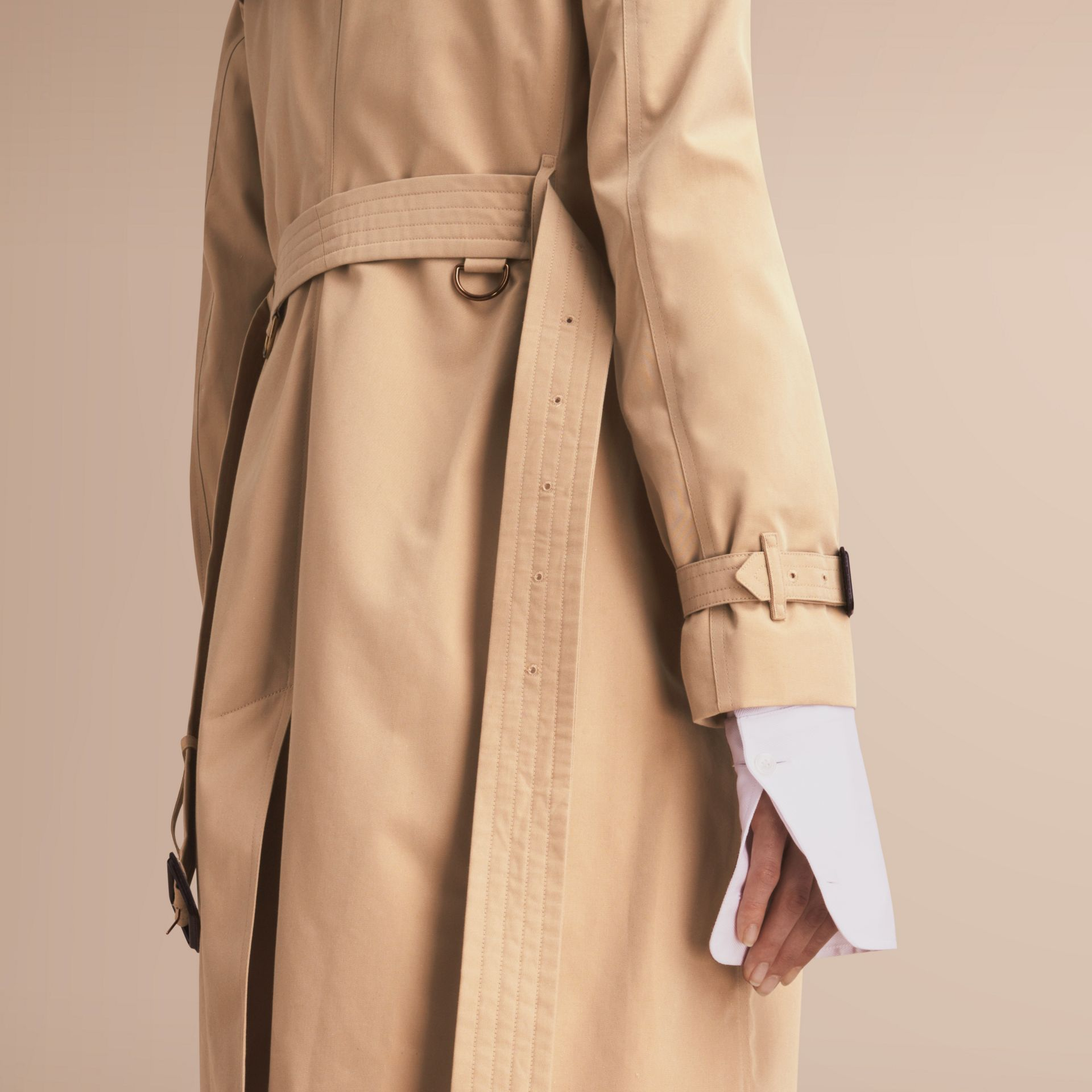 The Kensington – Mid-Length Heritage Trench Coat in Honey - Women | Burberry Singapore - gallery image 5