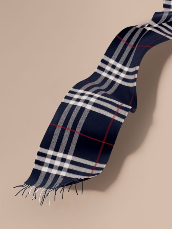 The Classic Cashmere Scarf in Check in Navy