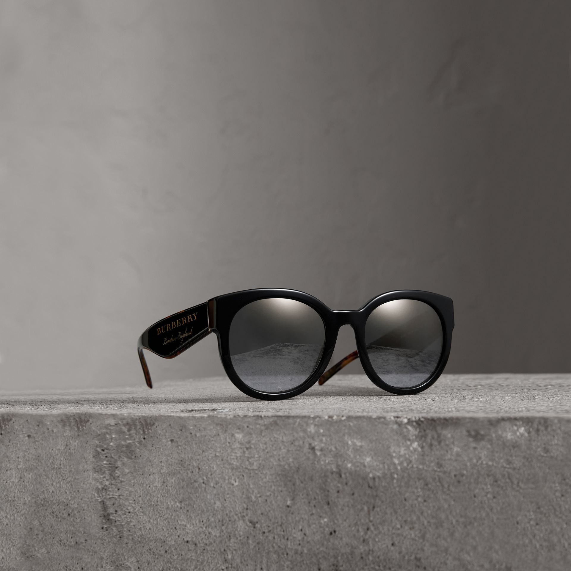 Round Frame Sunglasses in Black - Women | Burberry Singapore - gallery image 0