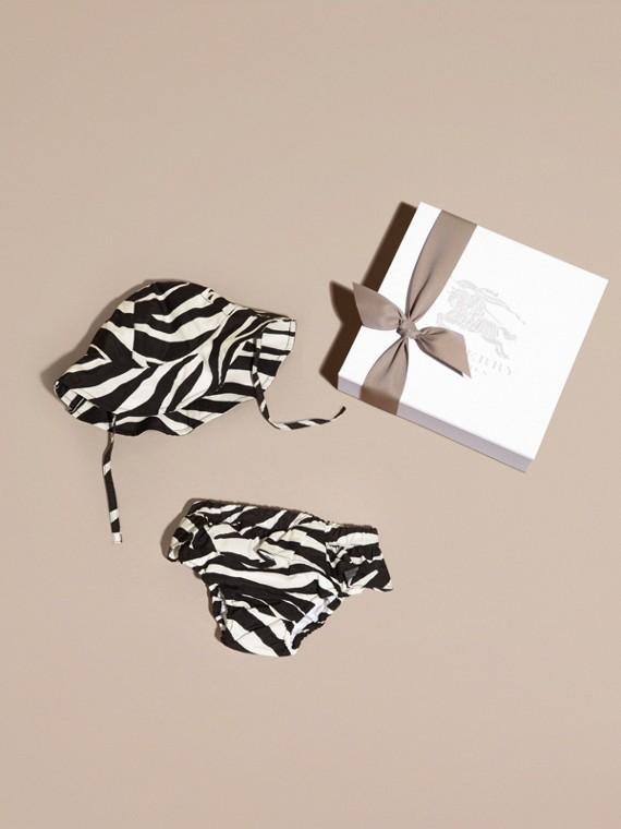 斑馬印花泳褲和泳帽組