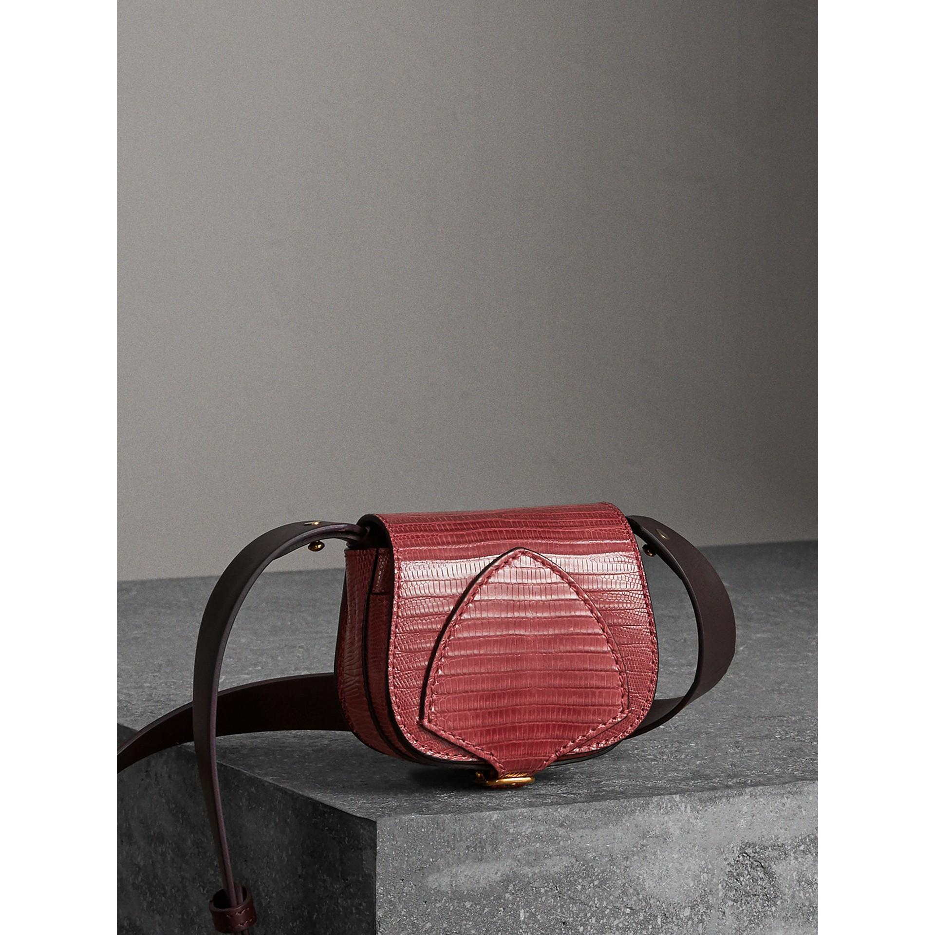 Mini sac The Satchel en lézard (Cramoisi Sombre) - Femme | Burberry - photo de la galerie 7