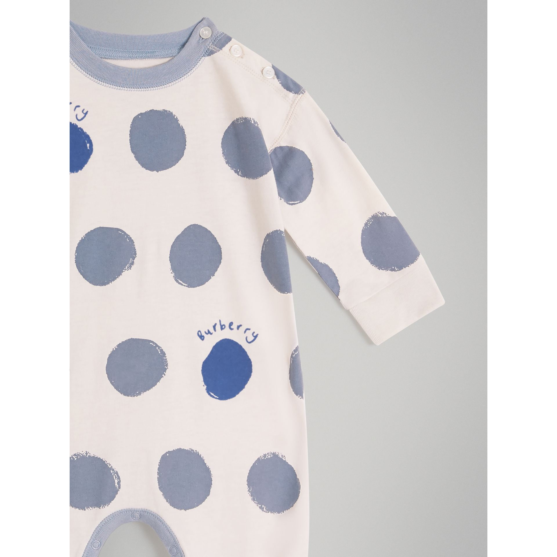 Graphic Spot Cotton Jersey Two-piece Baby Gift Set in Canvas Blue - Children | Burberry - gallery image 4