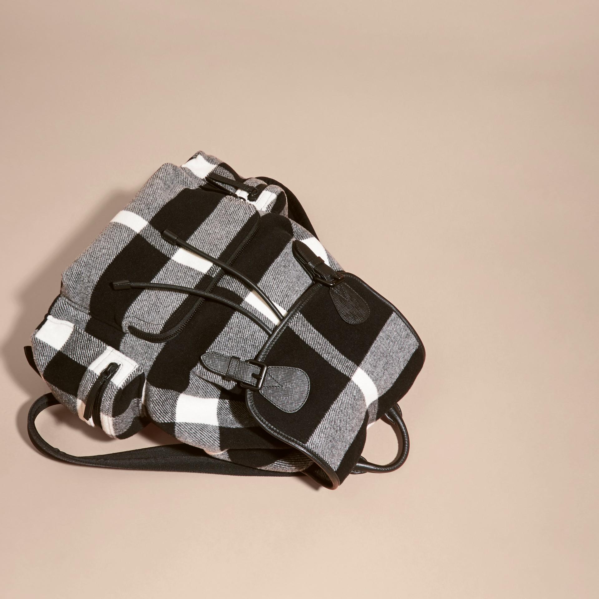 Schwarz The Large Rucksack aus einer Wollmischung mit Karomuster und Lederbesatz Schwarz - Galerie-Bild 7