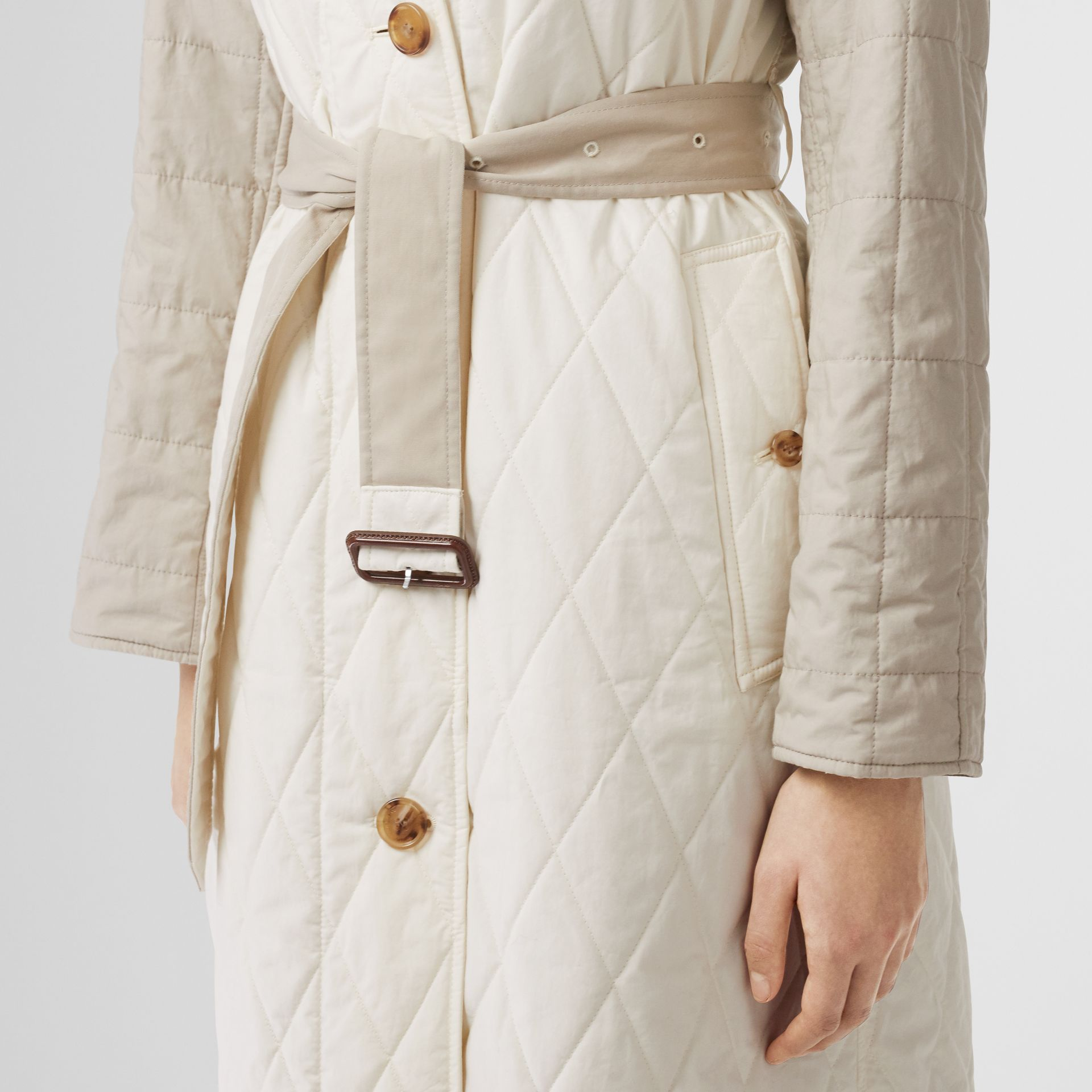 Reversible Contrast Sleeve Quilted Cotton Car Coat in Natural White - Women | Burberry - gallery image 4