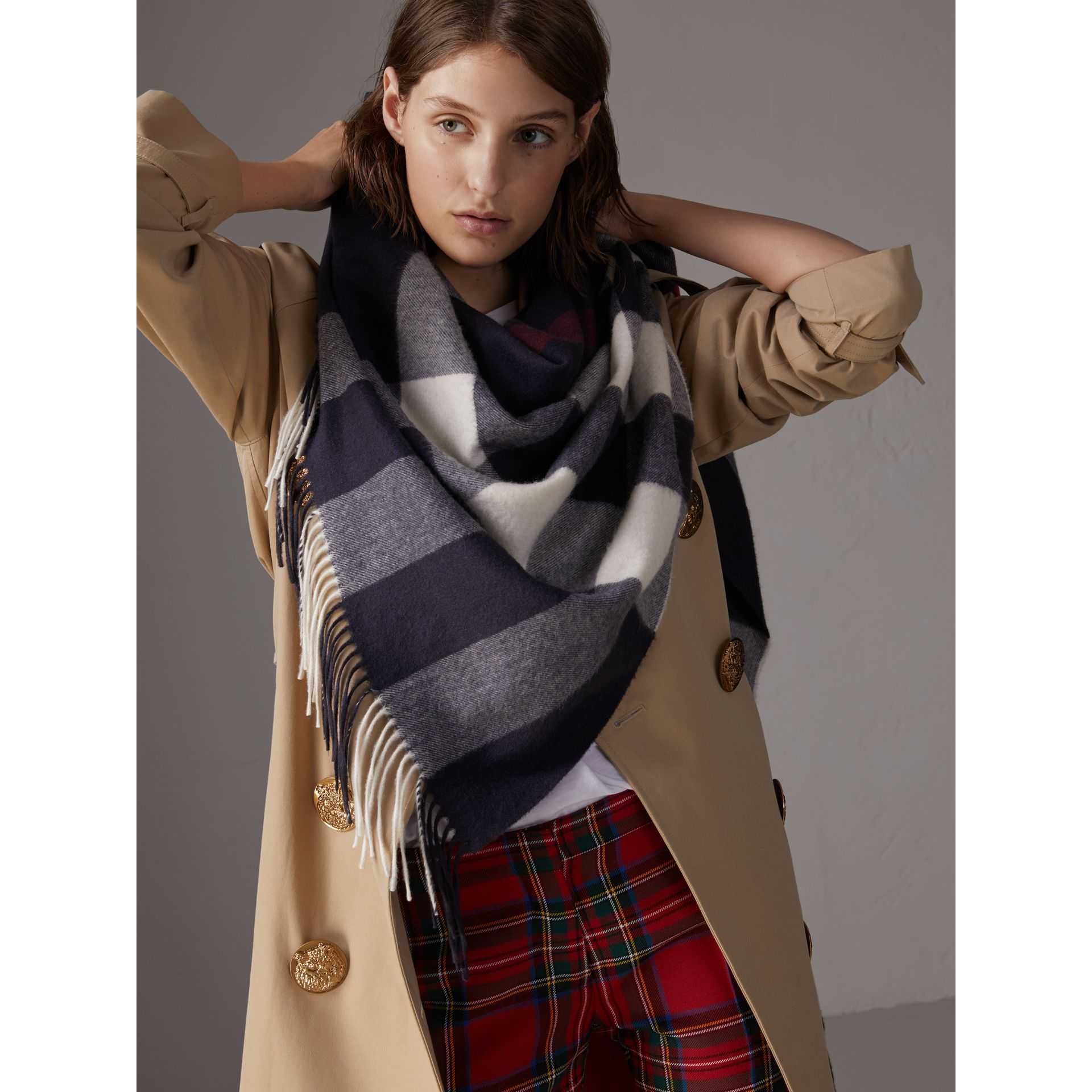 Check Cashmere Wrap in Navy | Burberry United Kingdom - gallery image 6