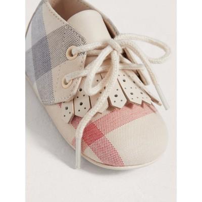Burberry - Chaussures en cuir et coton à motif check avec franges - 4