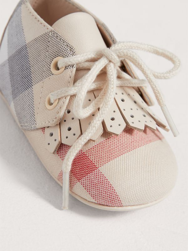 Fringe Detail Check Cotton and Leather Shoes in Cream - Children | Burberry - cell image 3