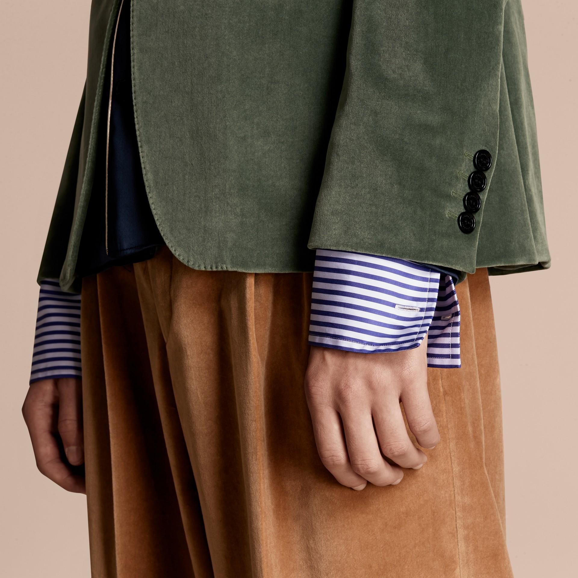 Eucalyptus pâle Veste de costume en velours - photo de la galerie 6