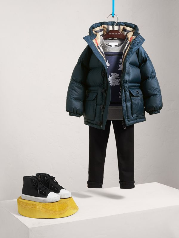 Shower-resistant Hooded Puffer Jacket in Ink Blue | Burberry United Kingdom - cell image 2
