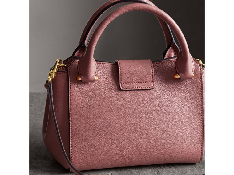 The Small Buckle Tote in Grainy Leather in Dusty Pink - cell image 4