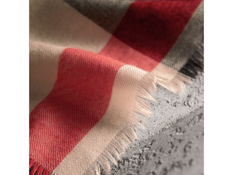 The Lightweight Check Cashmere Scarf in Stone | Burberry United Kingdom - cell image 4
