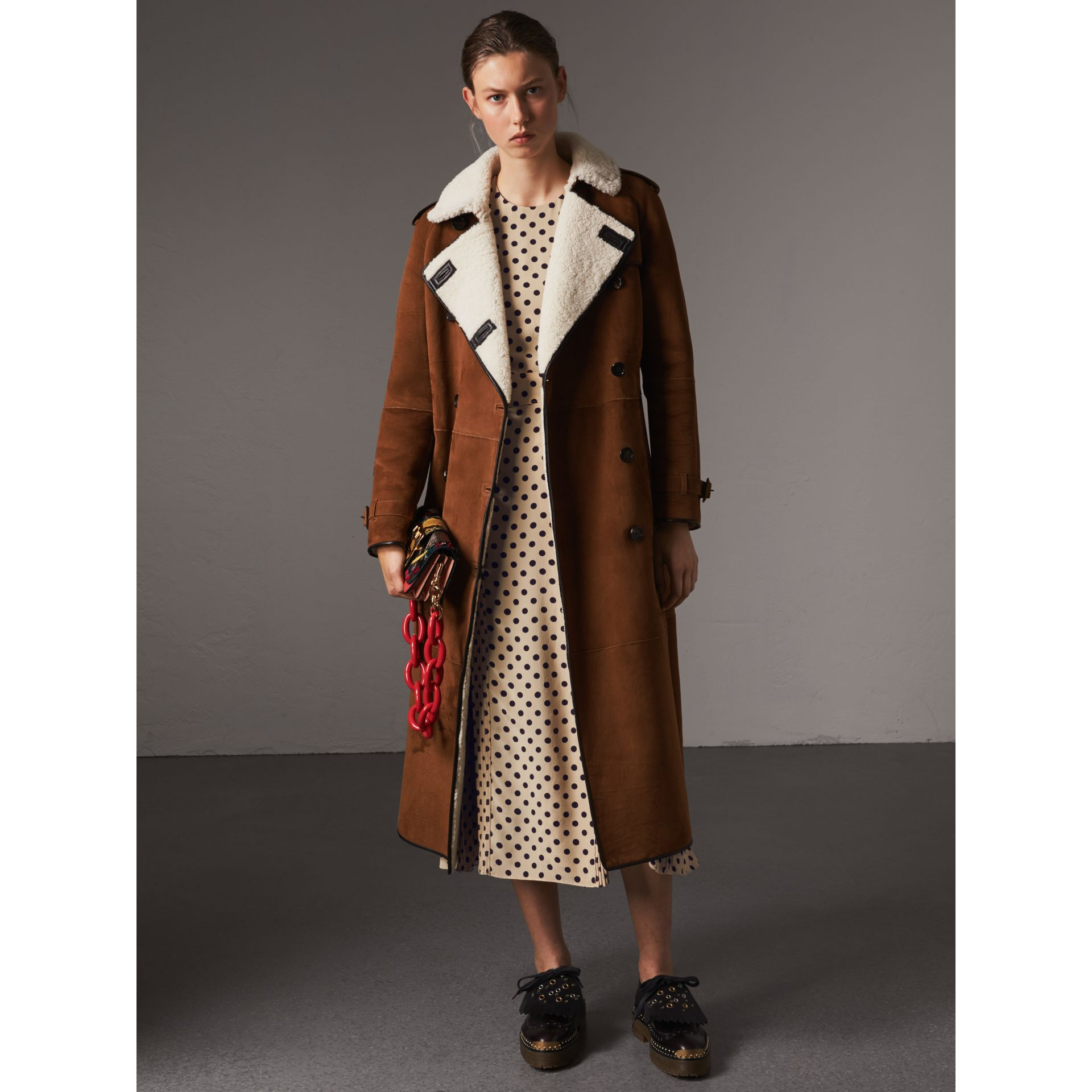Raglan-sleeve Suede and Shearling Trench Coat in Ecru - Women | Burberry - gallery image 6