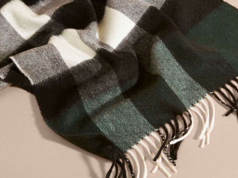 The Large Classic Cashmere Scarf in Check Dark Forest Green - cell image 4