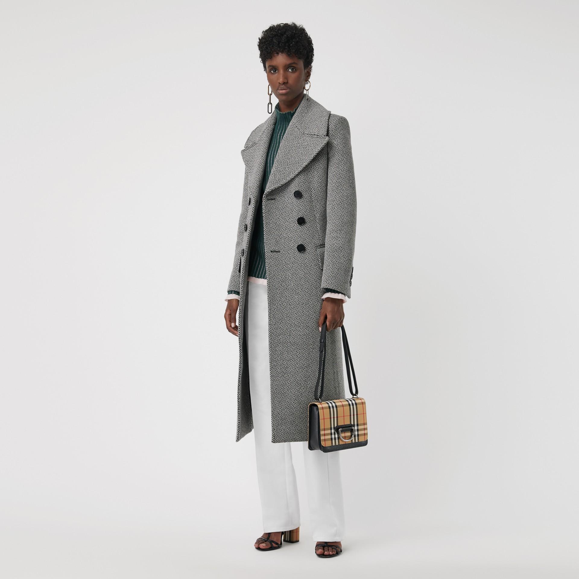 Petit sac TheD-ring en cuir et à motif Vintage check (Noir/jaune Antique) - Femme | Burberry - photo de la galerie 2