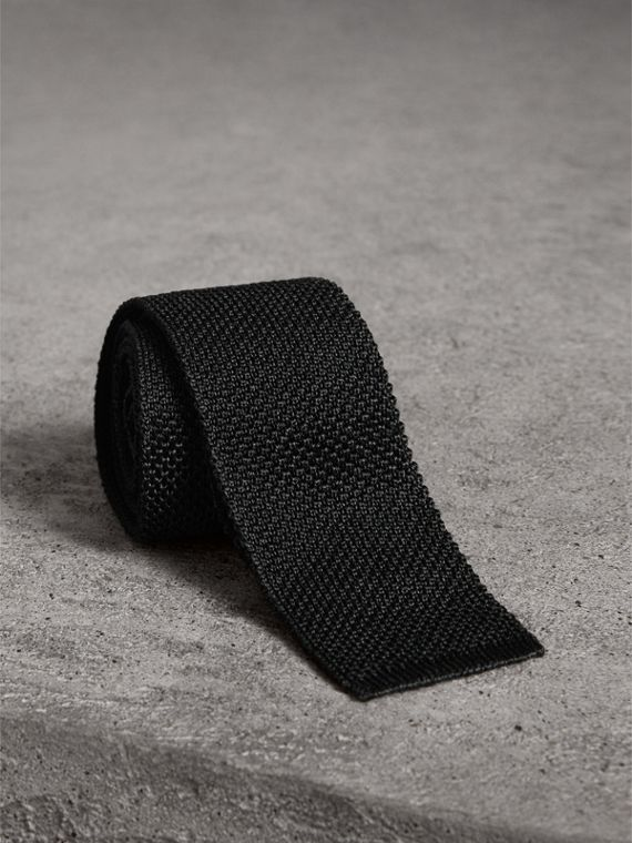Slim Cut Two-tone Knitted Silk Tie in Black