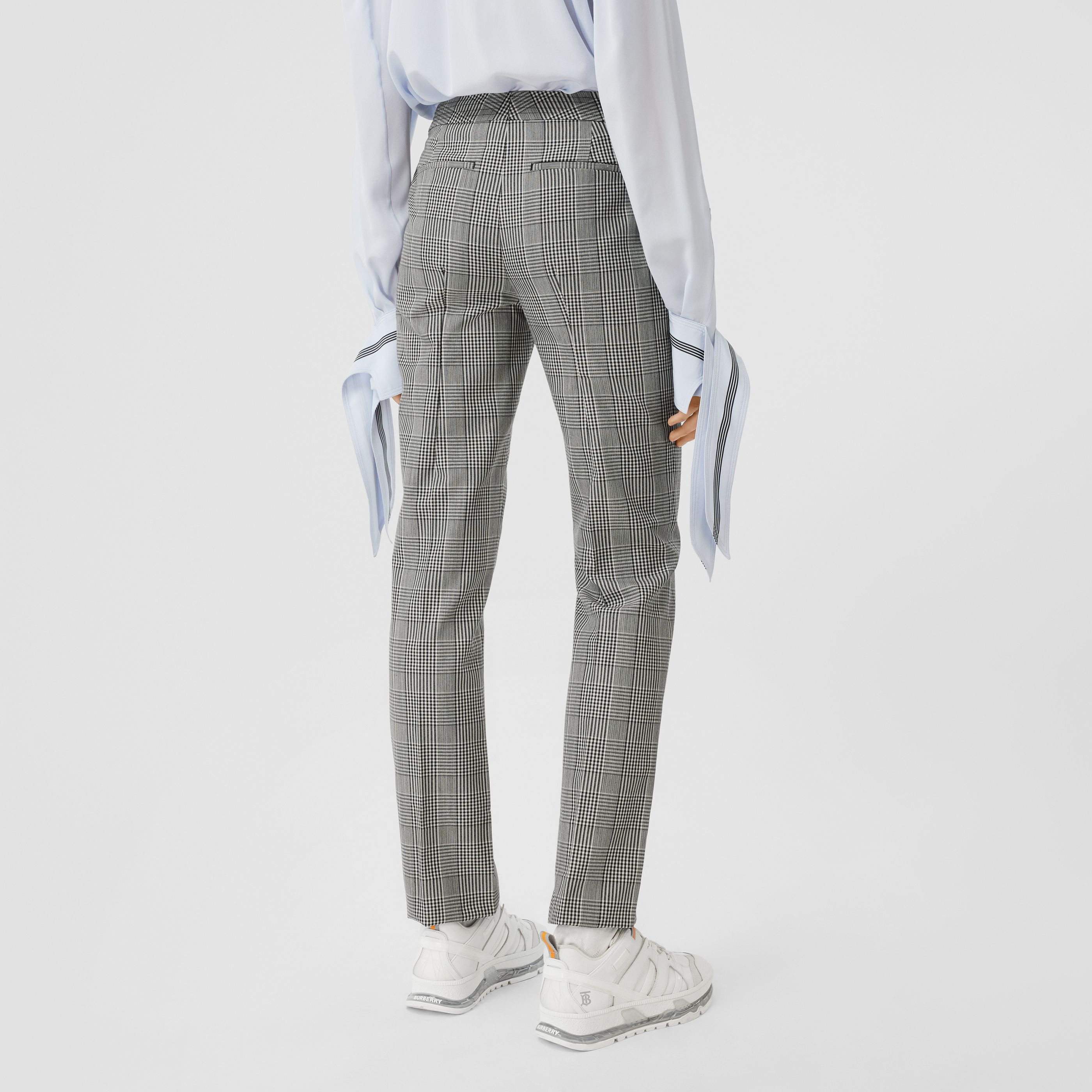 Pantaloni sartoriali in lana tecnica dal taglio corto con motivo tartan (Nero) | Burberry - 3