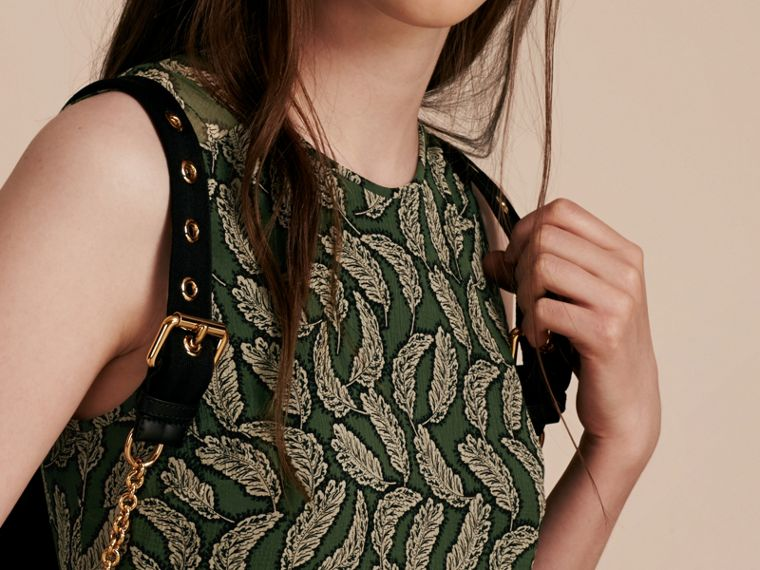 Verde polvere Abito longuette in seta con stampa a foglia - cell image 4