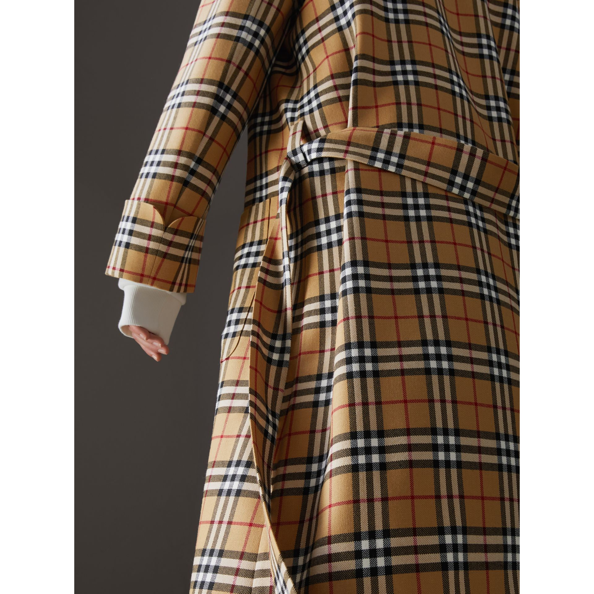 Manteau peignoir à motif Vintage check revisité (Jaune Antique) - Femme | Burberry - photo de la galerie 1