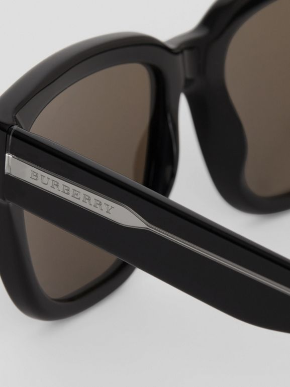 Square Frame Sunglasses in Black - Women | Burberry Australia - cell image 1