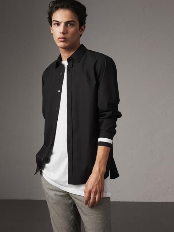 Camisa de algodão stretch com punhos listrados (Preto)